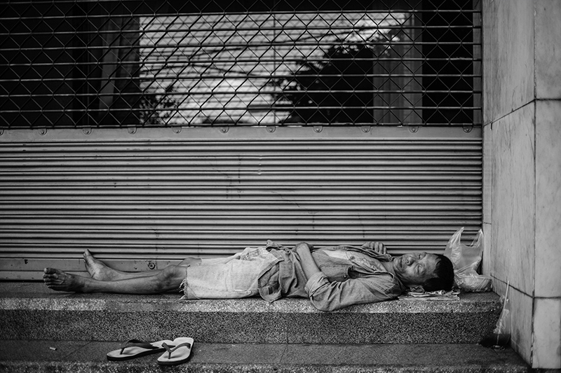 Man sleeping in the street in Bangkok - Tahiland